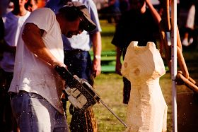 chainsaw-carver