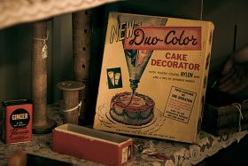 Duo-Color Cake Decorator